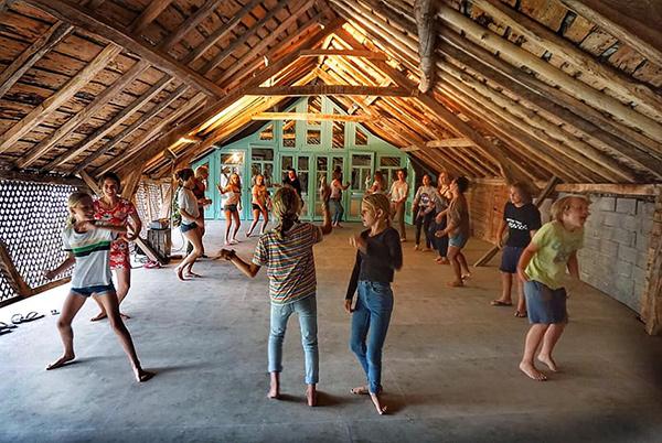 Dansen bij Petit Chateau